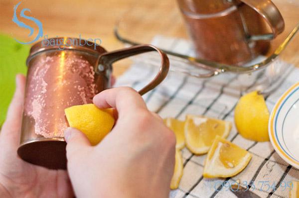 cach-lam-sach-inox-bang-chanh-lemon